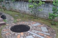 アプローチの庭