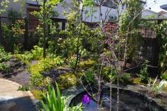 円形池のある庭