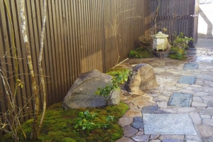 寸松庵灯篭のある庭