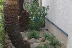 青石張りテラスがある庭